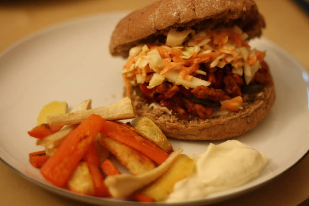 burger med pulled tempeh